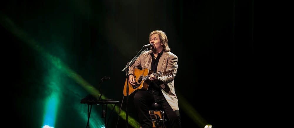 Travis Tritt Performs Solo Acoustic Show At The Macon City